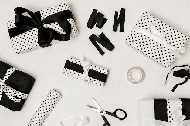 Piękne Zapakowane Pudełko Na Białym Tle Na Białej Powierzchni Darmowe Zdjęcia