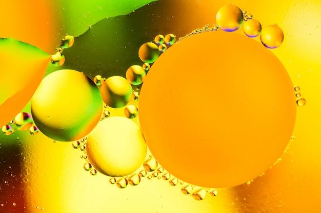 Pięknego koloru abstrakcjonistyczny tło od mieszanej wody i oleju. Premium Zdjęcia