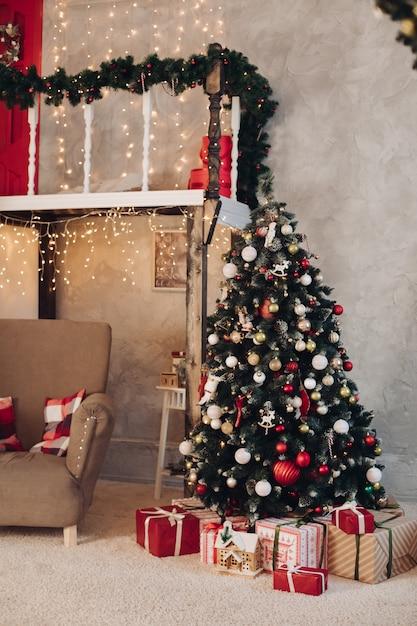 Pięknie Urządzony Pokój W Koncepcji Bożego Narodzenia Nowy Rok Premium Zdjęcia