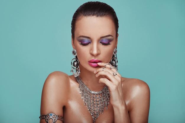 Piękno portret młodej swag seksowna kobieta Premium Zdjęcia
