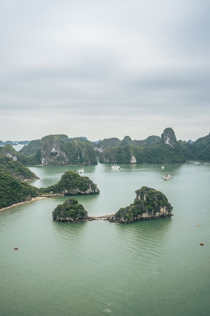 Piękno Zatoki Ha Long, Wpisanej Na Listę światowego Dziedzictwa Unesco Darmowe Zdjęcia