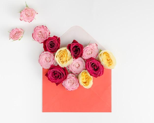 Piękny Bukiet Róż W Kopercie Darmowe Zdjęcia