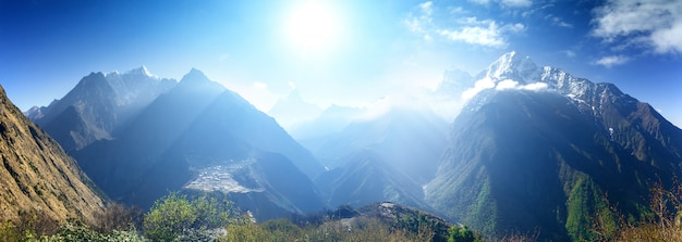 Piękny Górski Krajobraz. Premium Zdjęcia