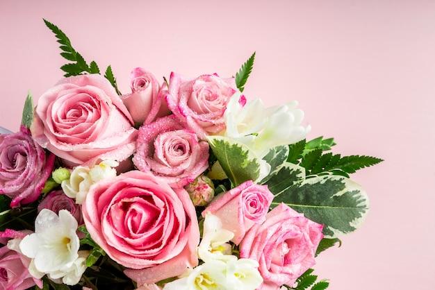 Piękny i delikatny bukiet kwiatów Premium Zdjęcia
