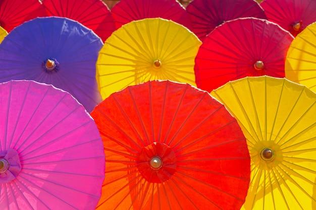 Piękny Multicolor Tkanina Parasol W Północnym Tajlandia. Premium Zdjęcia