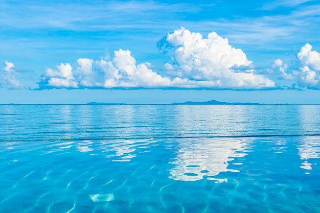 Piękny Odkryty Basen W Hotelowym Kurorcie Prawie Morze Ocean Plaża Darmowe Zdjęcia