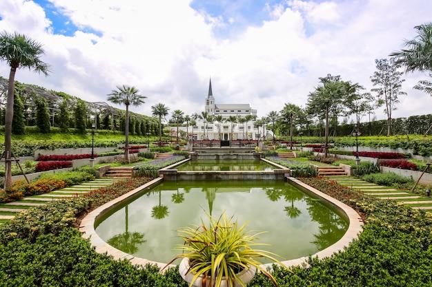 Piękny Ogród W Hotelu Kensington English, Nakhonratchasima, Tajlandia Premium Zdjęcia