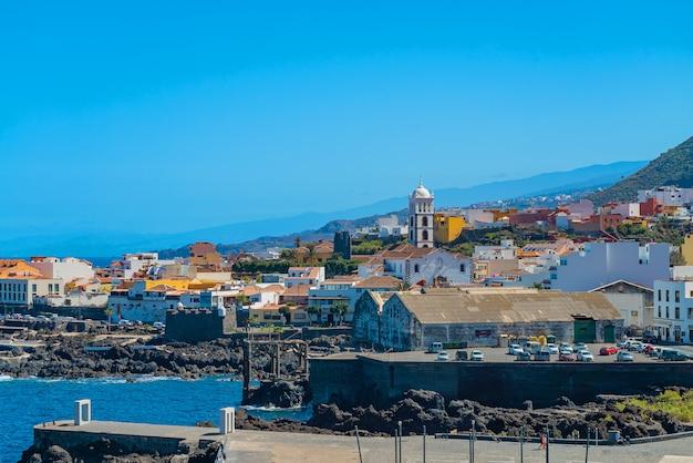 Piękny Panoramiczny Widok Na Przytulne Miasteczko Garachico Nad Brzegiem Oceanu Darmowe Zdjęcia
