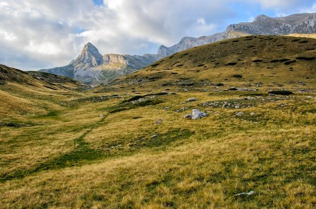 Piękny Pejzaż Miasta Durmitor W Czarnogórze Premium Zdjęcia