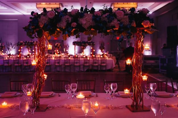 Piękny Różowy ślub Z Porcją Ze świecami Darmowe Zdjęcia