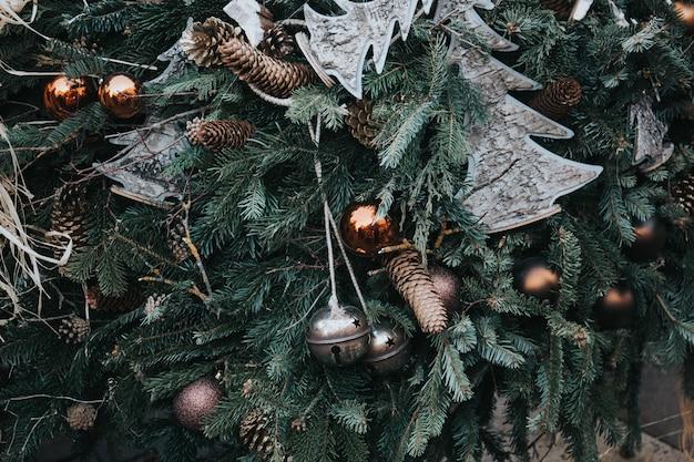 Piękny Strzał Bożenarodzeniowi Ornamenty Na Drzewie Darmowe Zdjęcia
