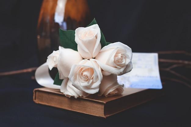 Piękny Strzał Brzoskwini Róży Kwiatu Bukiet Darmowe Zdjęcia