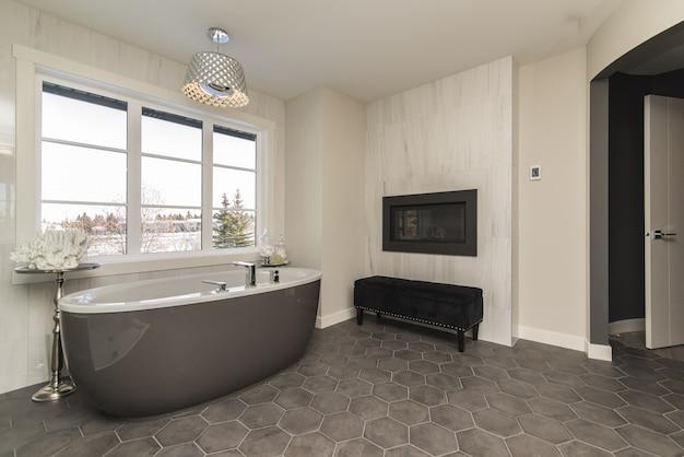 Piękny Strzał Nowoczesnej łazienki W Domu Z Technologią I Sztuką Darmowe Zdjęcia