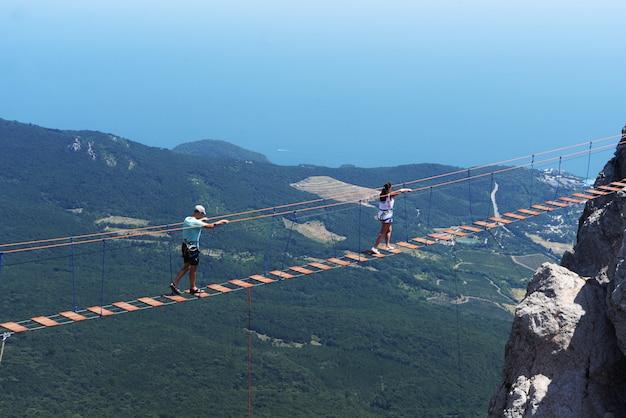 Piękny widoczny krajobraz na górach ai petri w yalta Premium Zdjęcia