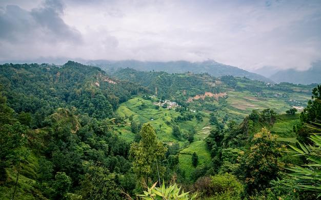 Piękny Widok Na Krajobraz Zieleni Lalitpur, Nepalu. Premium Zdjęcia