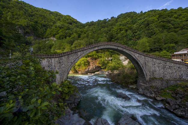 Piękny Widok Na Most Zrobiony We Wsi Arhavi Kucukkoy W Turcji Darmowe Zdjęcia