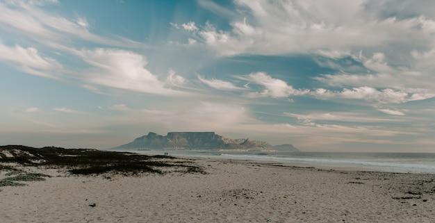 Piękny Widok Na Plażę I Morze Darmowe Zdjęcia