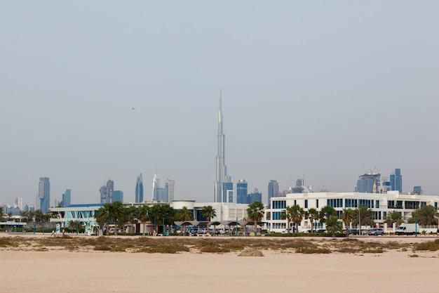 Piękny Widok Na Wieżowce W Dubaju O Wschodzie Słońca Premium Zdjęcia