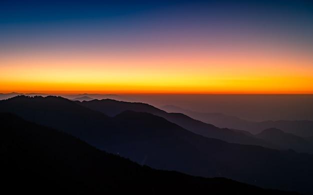 Piękny Wschód Słońca Z Katmandu W Nepalu. Premium Zdjęcia