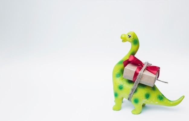 Piękny Zabawkarski Dinosaur Z Boże Narodzenie Prezentem Premium Zdjęcia