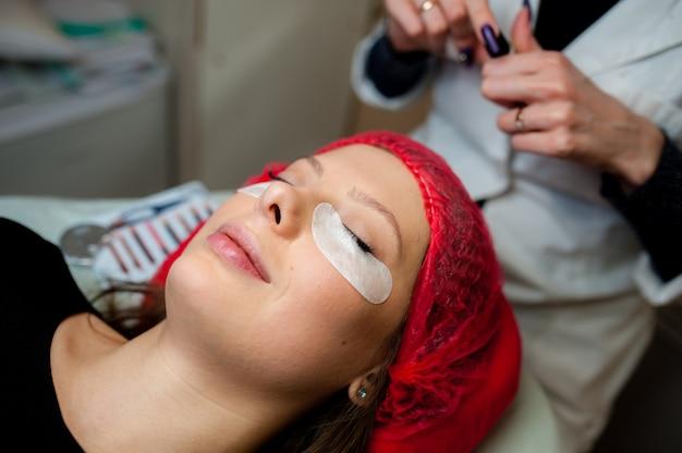 Pielęgnacja Rzęs W Gabinecie Kosmetycznym. Premium Zdjęcia