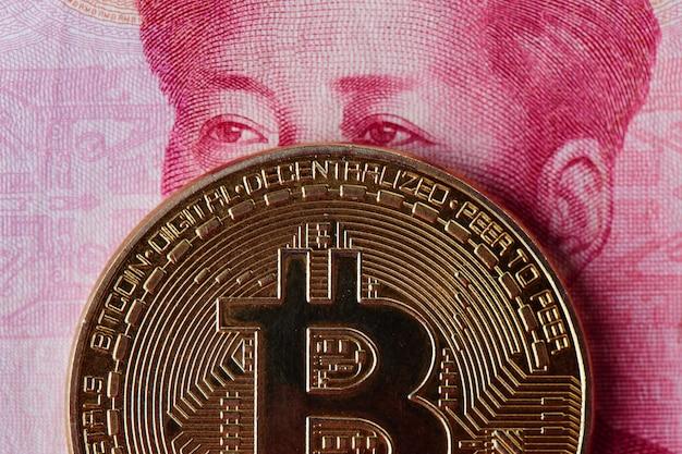 Pieniądze Chińskiego Juana I Kryptowaluty Bitcoin Z Bliska. Koncepcja Wirtualnej Waluty Cyfrowej Inwestycji Internetowych Premium Zdjęcia