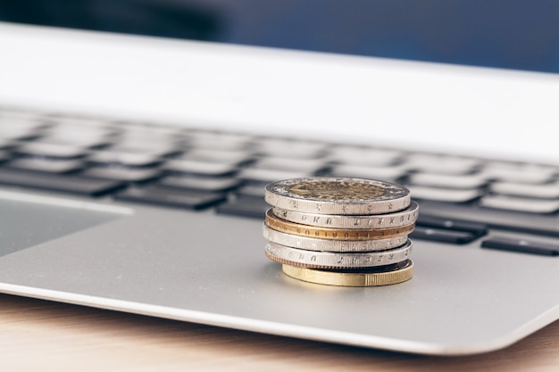 Pieniężny, Zamyka W Górę Widoku Pieniądze Na Biznesowym Tle Premium Zdjęcia