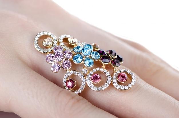 Pierścień Biżuterii Noszony Na Palcu Premium Zdjęcia