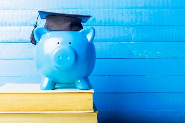 Piggy Bank Dyplom Absolwenta College'u Premium Zdjęcia