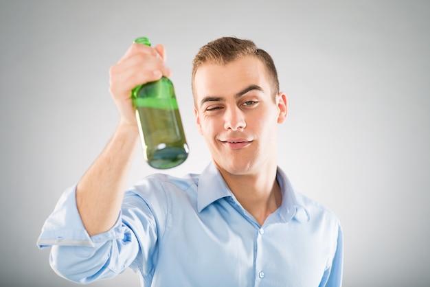 Pijany Mężczyzna Premium Zdjęcia
