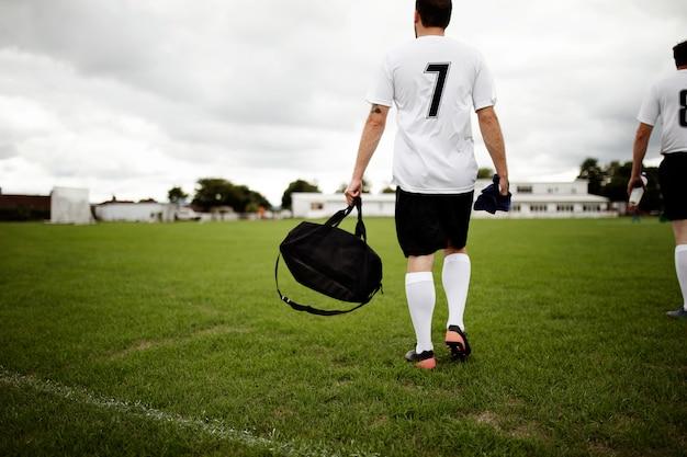 Piłkarz Gotowy Do Praktyki Premium Zdjęcia