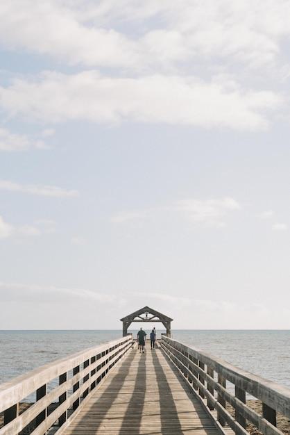 Pionowe Strzał Z Molo Rekreacji Stanu Waimea Na Hawajach, Usa Darmowe Zdjęcia
