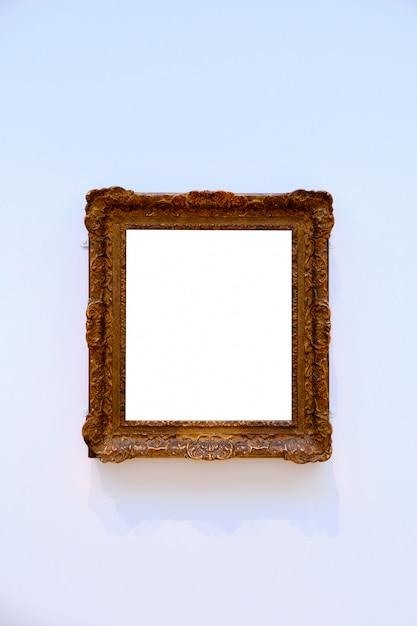 Pionowe Ujęcie Jasnego Białego Arkusza W Drewnianej Ramie Darmowe Zdjęcia