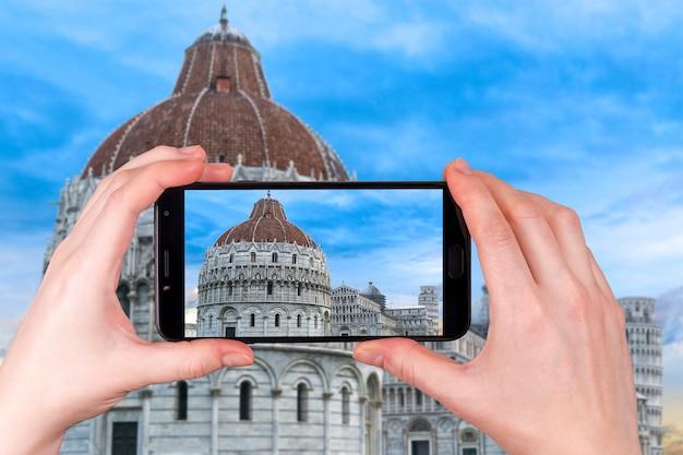 Pisa Baptysterium świętego Jana Battistero Di San Giovanni Pisa W, Toskania, Włochy. Zdjęcie Zrobione Telefonem Premium Zdjęcia