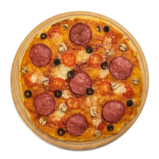 Pizza Z Serem I Salami Na Białym Tle. Widok Z Góry Premium Zdjęcia