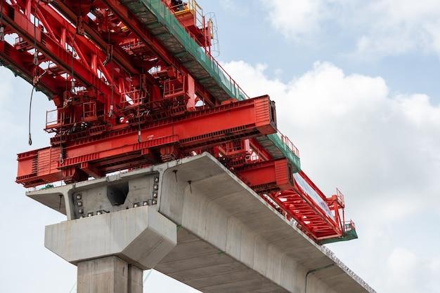 Plac Budowy Czerwonej Linii Pociągu Z Bangsue Do Rangsit To Duża Infrastruktura Transportowa W Bangkoku W Tajlandii. Premium Zdjęcia