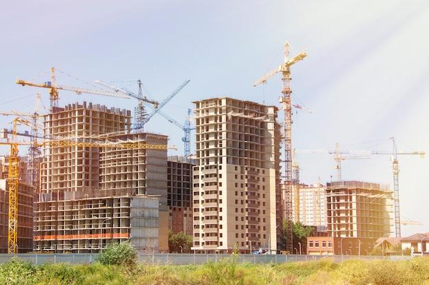 Plac Budowy Z Nowymi Wysokimi Budynkami Premium Zdjęcia