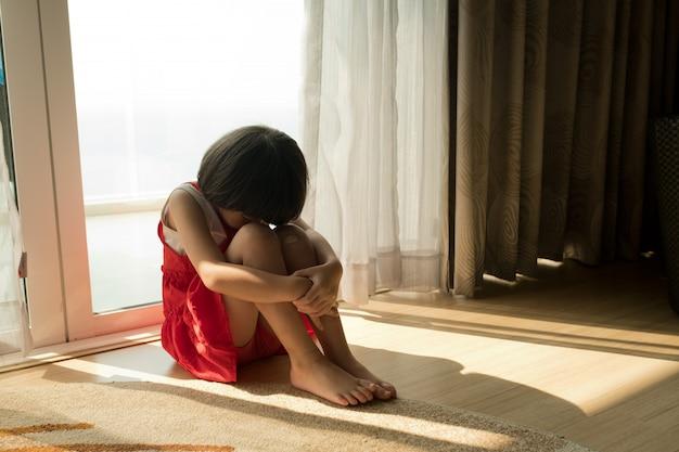 Płacz Dzieci, Płacz Dziewczynki, Smutek, Młoda Dziewczyna Niezadowolona Premium Zdjęcia