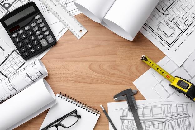 Plan Techniczny Rysunek Na Drewnianym Tle Darmowe Zdjęcia