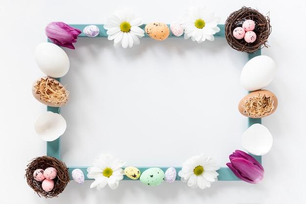 Płaska Rama Wykonana Z Kwiatów I Jajek Darmowe Zdjęcia
