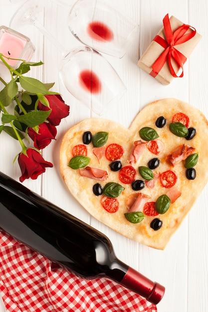 Płaska świeca dekoracja z pizzą i winem Darmowe Zdjęcia