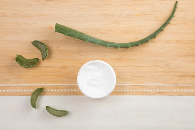 Płaski Układ Naturalnego Kremu Do Ciała I Aloesu Darmowe Zdjęcia
