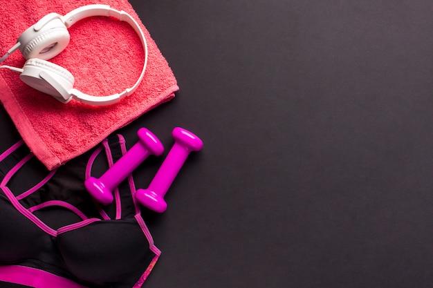Płaski Układ Z Różowymi Sportowymi Przedmiotami Darmowe Zdjęcia