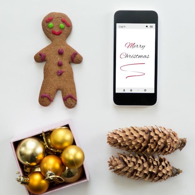 Płaski Widok Telefonu Komórkowego Wśród Cute Dekoracji Bożego Narodzenia Darmowe Zdjęcia