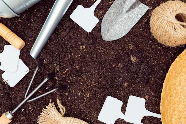 Płaskie Leżał Rama Narzędzia Ogrodnicze Na Ziemi Z Miejsca Kopiowania Darmowe Zdjęcia