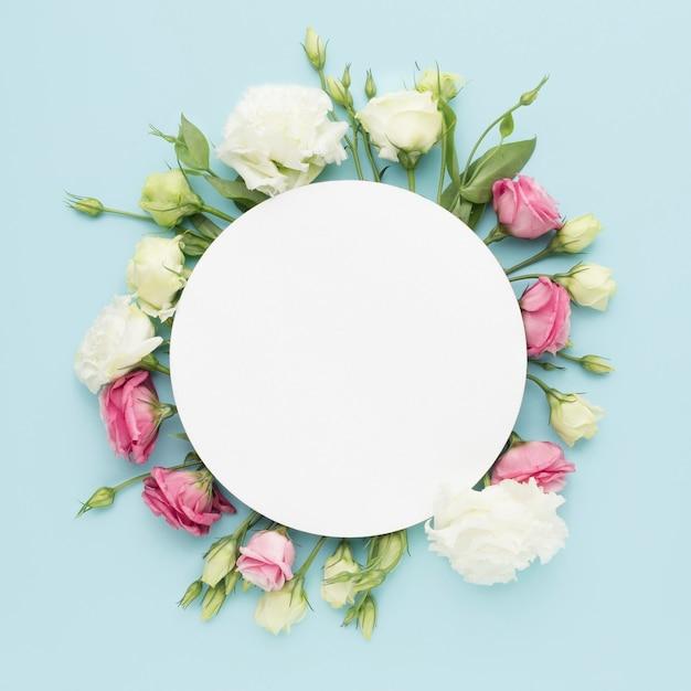 Płaskie Mini Róże Z Pustym Kółkiem Premium Zdjęcia