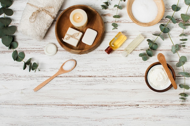 Płaskie świeckich produktów spa na drewniane tła Darmowe Zdjęcia