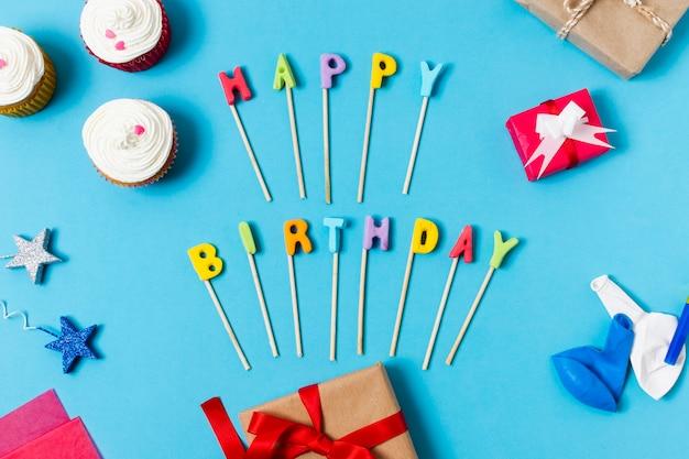 Płaskie świeckich z okazji urodzin napis na niebieskim tle Darmowe Zdjęcia