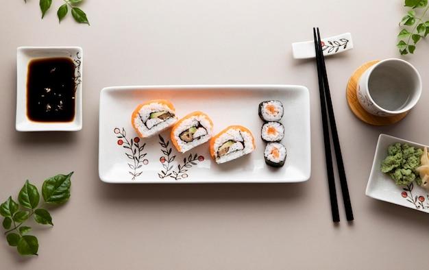 Płaskie Ukształtowanie Koncepcji Pysznego Sushi Darmowe Zdjęcia