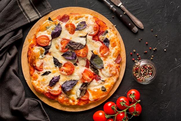 Płaskie Ukształtowanie Koncepcji Pysznej Pizzy Darmowe Zdjęcia